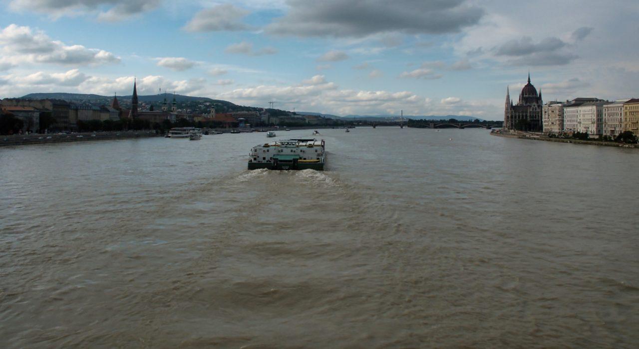 De brede Donau in Budapest
