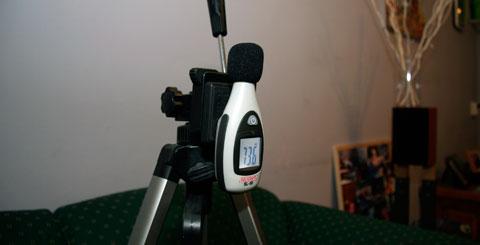 De speakers even uitlijnen met de decibel meter